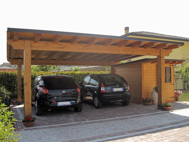 Car port in legno e casetta monofalda semi integrata cb02210 for Due box auto